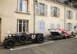 Британець відбуксирував гоночний Porsche на раритетному Bentley