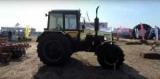В Киевской области горит очень гламурный трактор