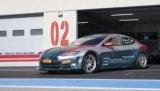 Гоночная Tesla Model S разгоняется с 0 до 100 км/ч за две секунды