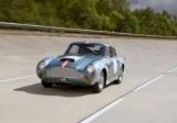 Aston Martin вивів на трек відроджений спорткар півстолітньої давності