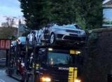 Снесло крышу: Низкий мост превратился Jaguar и Range Rover кабриолеты